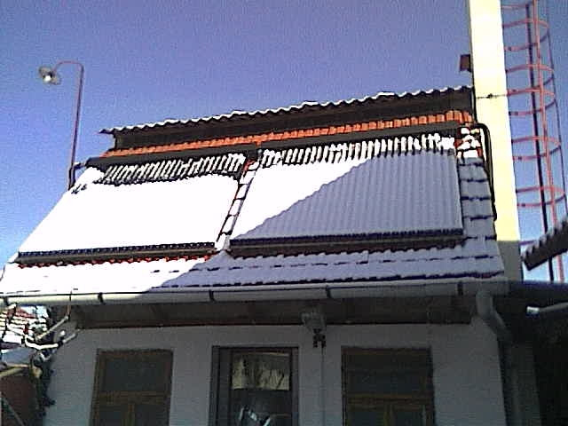 Tuburi solare acoperite cu zapada